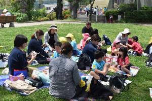おべんとう広場で昼食
