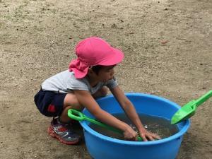 遊び道具の水洗い
