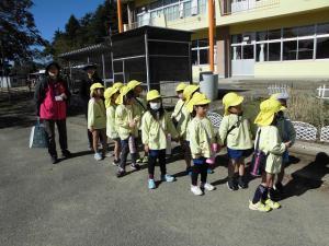 歩いて五台小学校へ