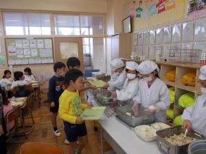 額田小学校給食体験