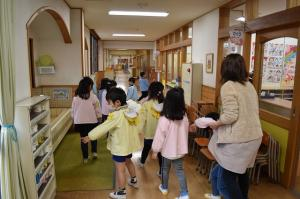 幼稚園の中を探検