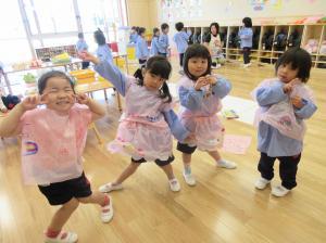 4歳児 自分で作った衣装でハイポーズ