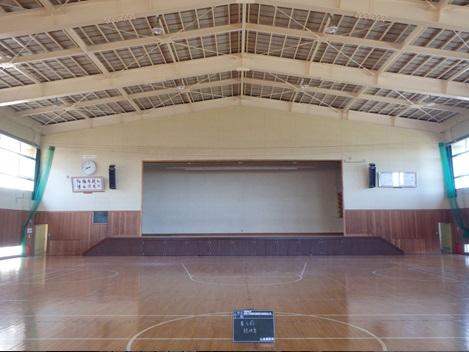 菅谷小(屋体大改工事写真アリーナ前)